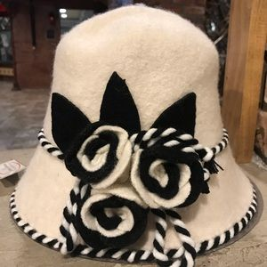 NWT Jeanne Simmons Ivory Wool Hat